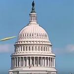これはすごい!アメリカ合衆国議会議事堂を横切るUFOの姿が!!隠せないレベルでくっきり映ってる!!